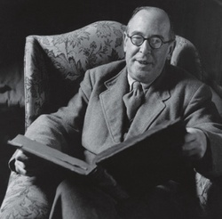 Cs_lewis_in_armchair